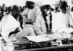 st10-Subhas_Chandra_Bose_with_Gandhi_Ji
